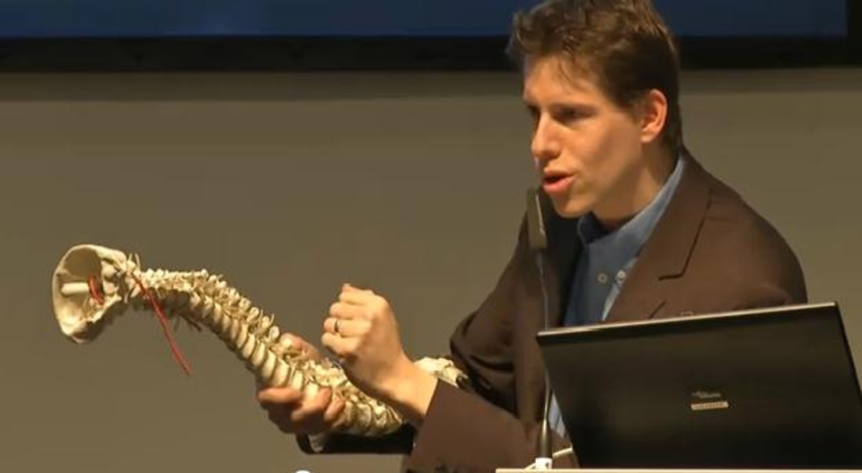 Kamps während des Vortrags